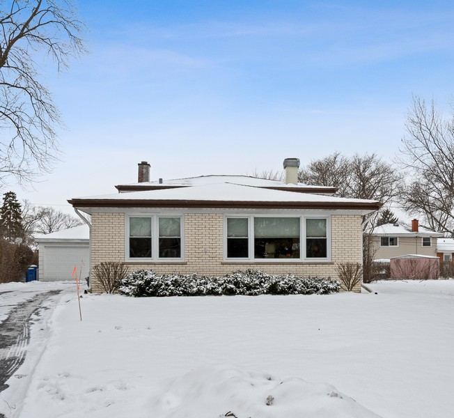 Real Estate Photography - 306 Alexis Ct, Glenview, IL, 60025 - Front View