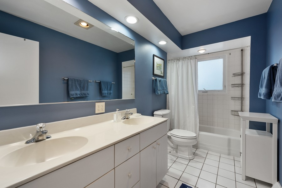 Real Estate Photography - 306 Alexis Ct, Glenview, IL, 60025 - Upstairs Bath