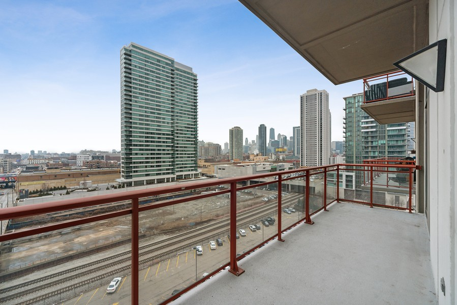 Real Estate Photography - 740 W. Fulton, #914, Chicago, IL, 60661 - Terrace