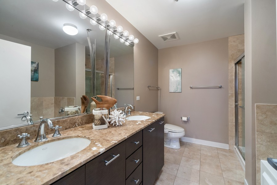 Real Estate Photography - 740 W. Fulton, #914, Chicago, IL, 60661 - Master Bathroom