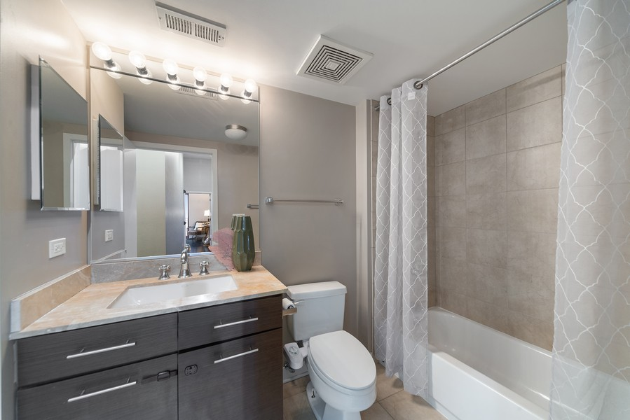 Real Estate Photography - 740 W. Fulton, #914, Chicago, IL, 60661 - Second Bathroom