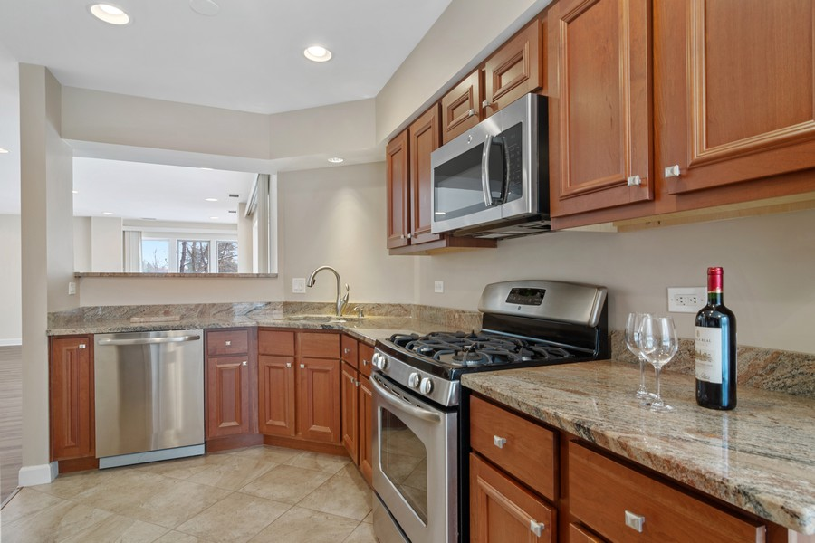 Real Estate Photography - 3100 Lexington Ln #110, GLENVIEW, IL, 60026 - Kitchen