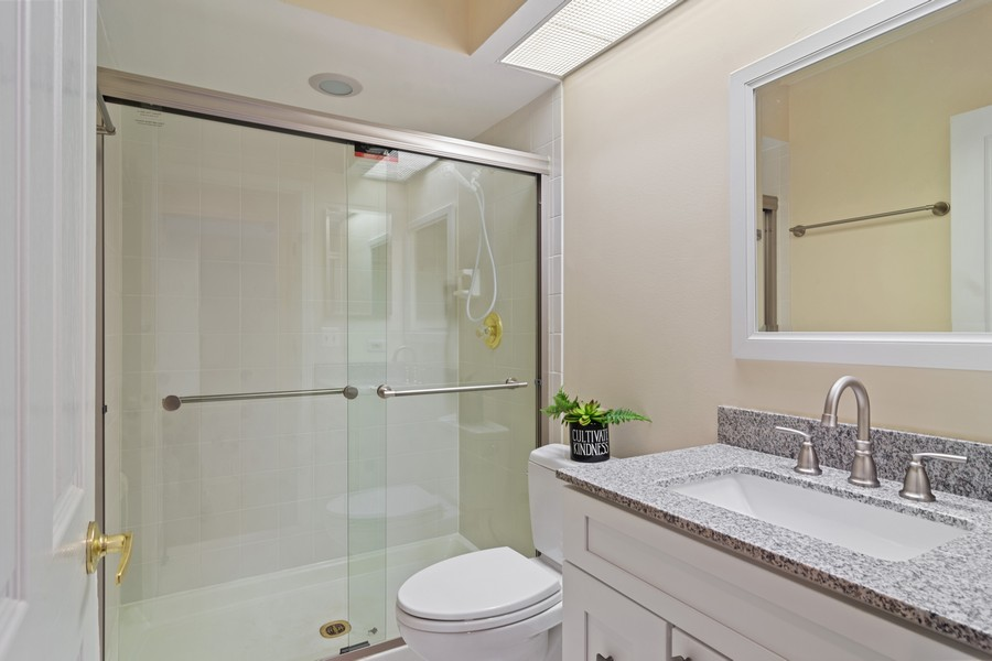 Real Estate Photography - 3100 Lexington Ln #110, GLENVIEW, IL, 60026 - Bathroom