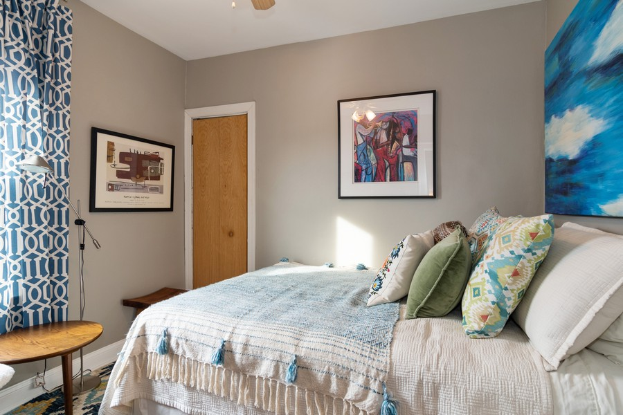 Real Estate Photography - 5427 Cumnor, Downers Grove, IL, 60515 - Guest Bedroom