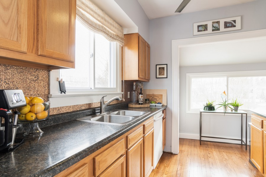 Real Estate Photography - 5427 Cumnor, Downers Grove, IL, 60515 - Kitchen