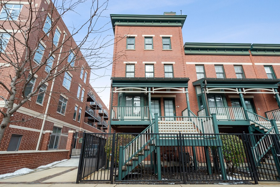 Real Estate Photography - 1034 W Monroe, Chicago, IL, 60607 - Front View