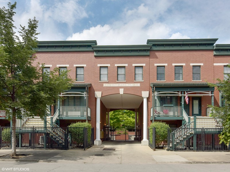 Real Estate Photography - 1034 W Monroe, Chicago, IL, 60607 -