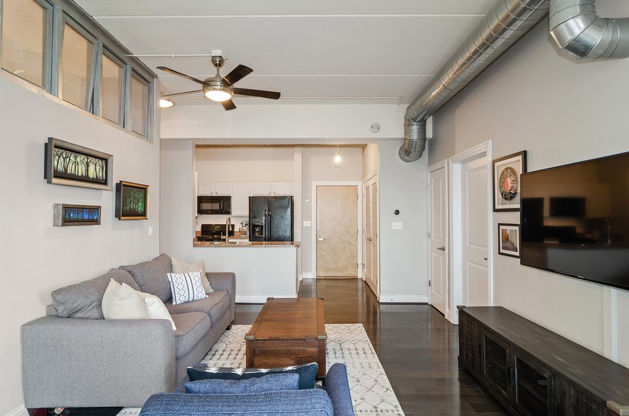 Real Estate Photography - 4814 N Clark St, Unit 511, Chicago, IL, 60640 - Living Room