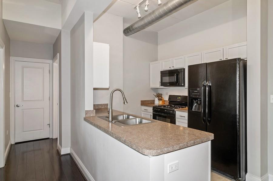 Real Estate Photography - 4814 N Clark St, Unit 511, Chicago, IL, 60640 - Kitchen