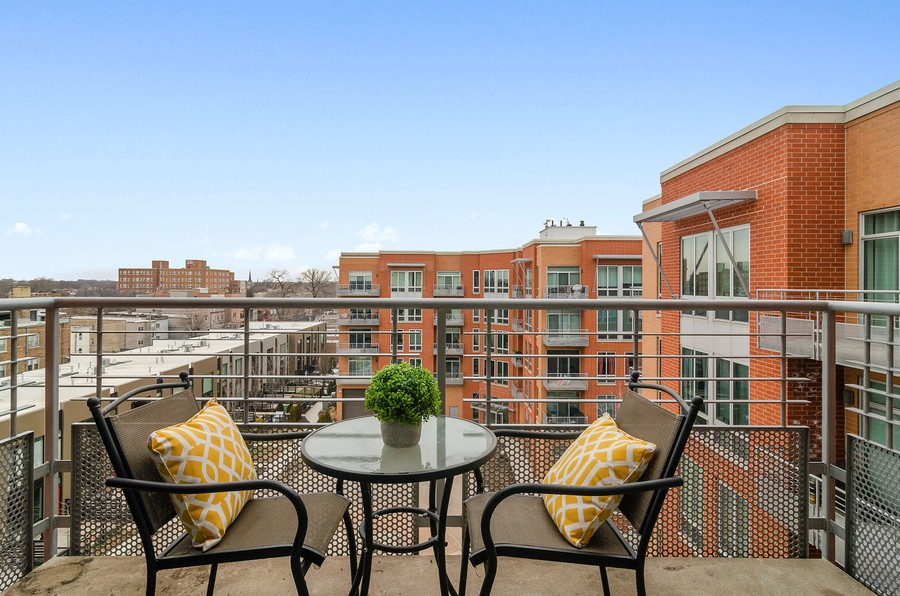 Real Estate Photography - 4814 N Clark St, Unit 511, Chicago, IL, 60640 - Balcony