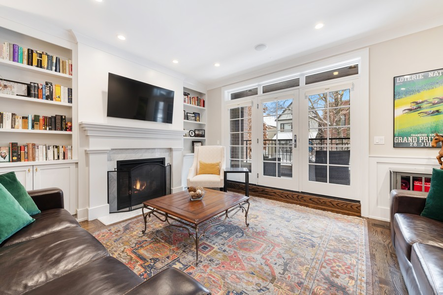 Real Estate Photography - 3729 N Wilton Ave, 1S, Chicago, IL, 60613 - Living Room