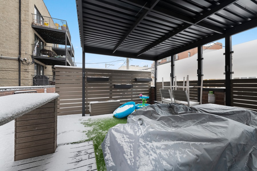 Real Estate Photography - 3729 N Wilton Ave, 1S, Chicago, IL, 60613 - Roof Deck