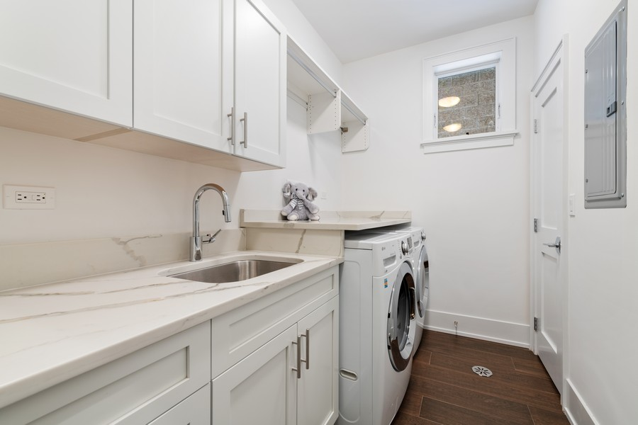 Real Estate Photography - 3729 N Wilton Ave, 1S, Chicago, IL, 60613 - Laundry Room