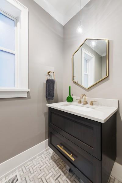 Real Estate Photography - 3729 N Wilton Ave, 1S, Chicago, IL, 60613 - Half Bath
