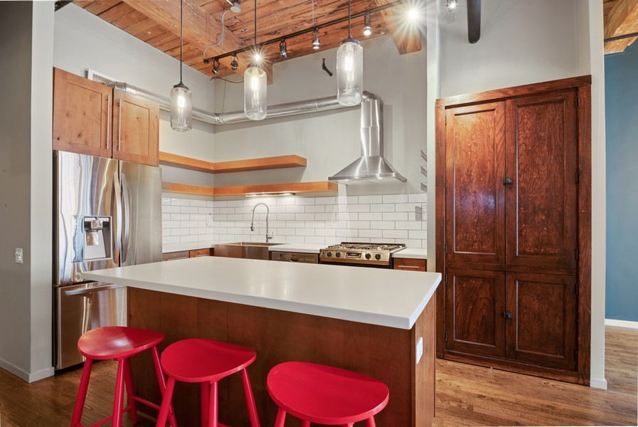 Real Estate Photography - 1000 W. Washington Blvd, 326, Chicago, IL, 60607 - Kitchen