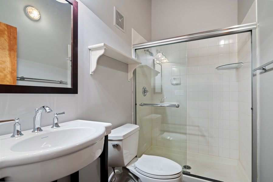 Real Estate Photography - 1000 W. Washington Blvd, 326, Chicago, IL, 60607 - 2nd Bathroom