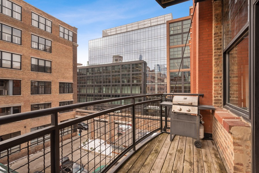 Real Estate Photography - 1000 W. Washington Blvd, 326, Chicago, IL, 60607 - Balcony