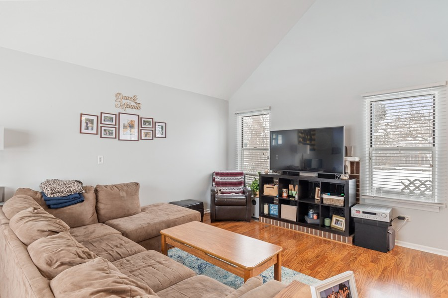 Real Estate Photography - 604, Bordeaux Court West, Buffalo Grove, IL, 60089 - Living Room