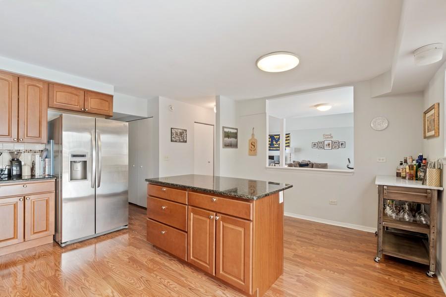 Real Estate Photography - 604, Bordeaux Court West, Buffalo Grove, IL, 60089 - Kitchen