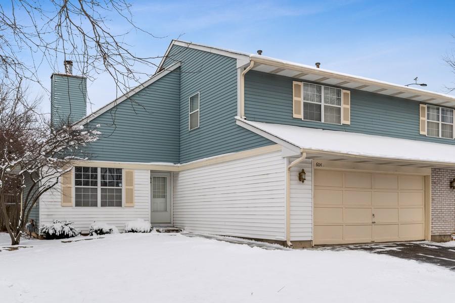 Real Estate Photography - 604, Bordeaux Court West, Buffalo Grove, IL, 60089 - Front View
