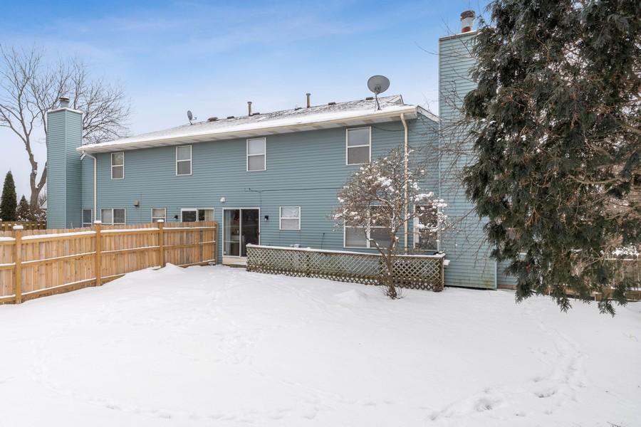 Real Estate Photography - 604, Bordeaux Court West, Buffalo Grove, IL, 60089 - Rear View