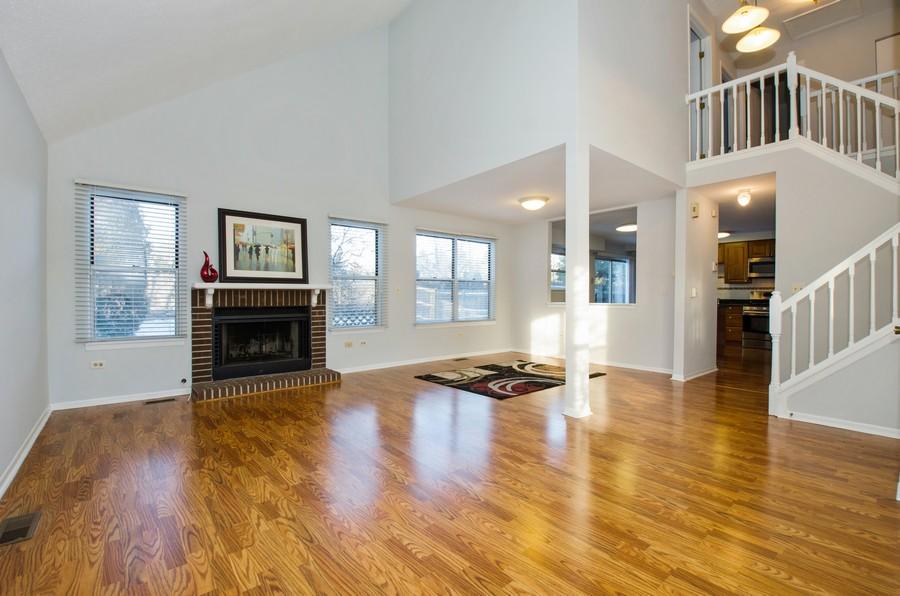 Real Estate Photography - 604, Bordeaux Court West, Buffalo Grove, IL, 60089 -