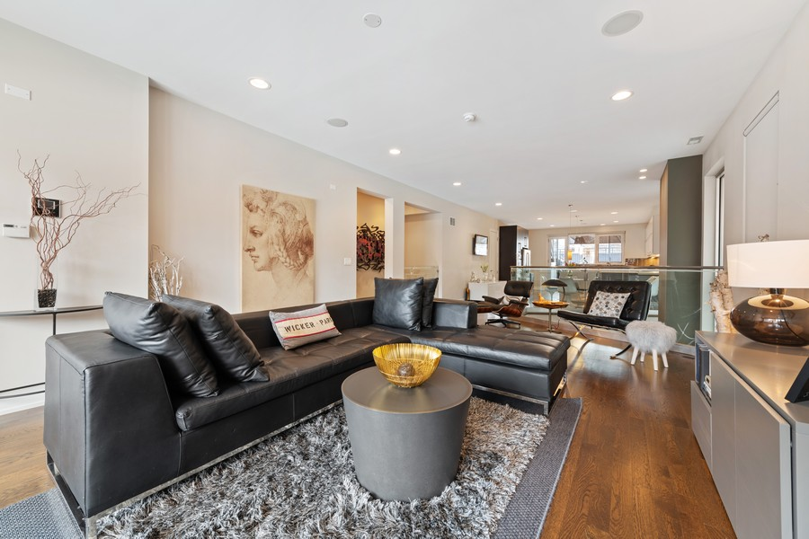Real Estate Photography - 1335 N Bosworth, 1S, Chicago, IL, 60642 - Living Room