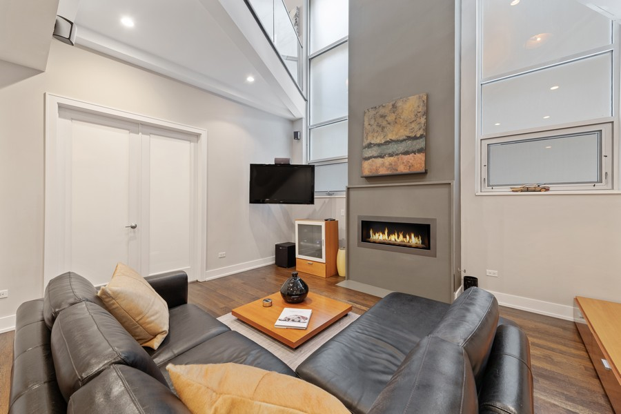 Real Estate Photography - 1335 N Bosworth, 1S, Chicago, IL, 60642 - Family Room
