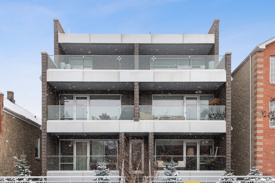 Real Estate Photography - 1335 N Bosworth, 1S, Chicago, IL, 60642 - Front View
