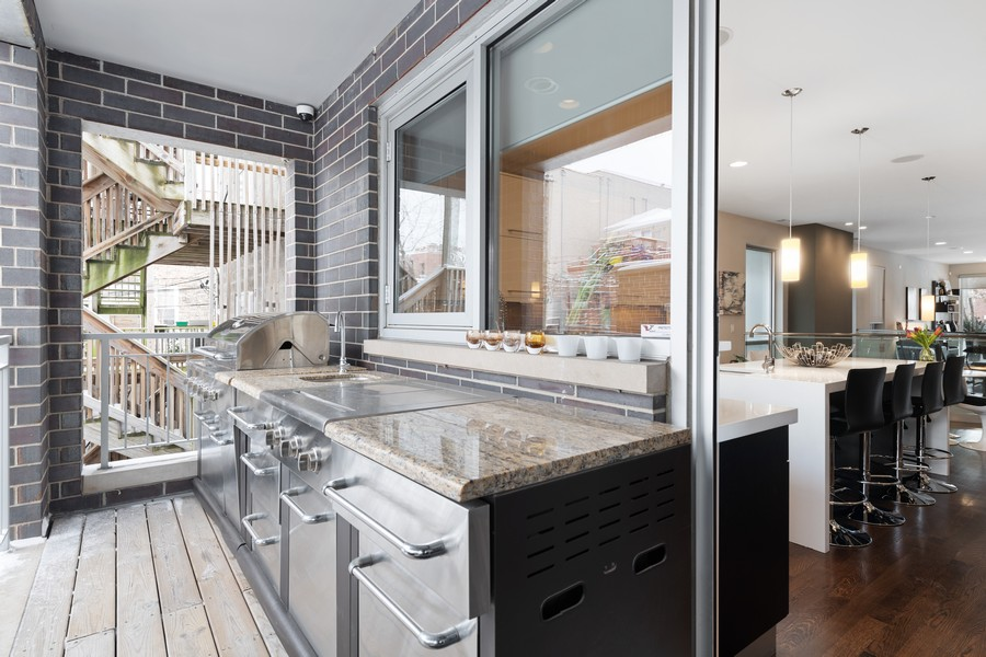 Real Estate Photography - 1335 N Bosworth, 1S, Chicago, IL, 60642 - Deck