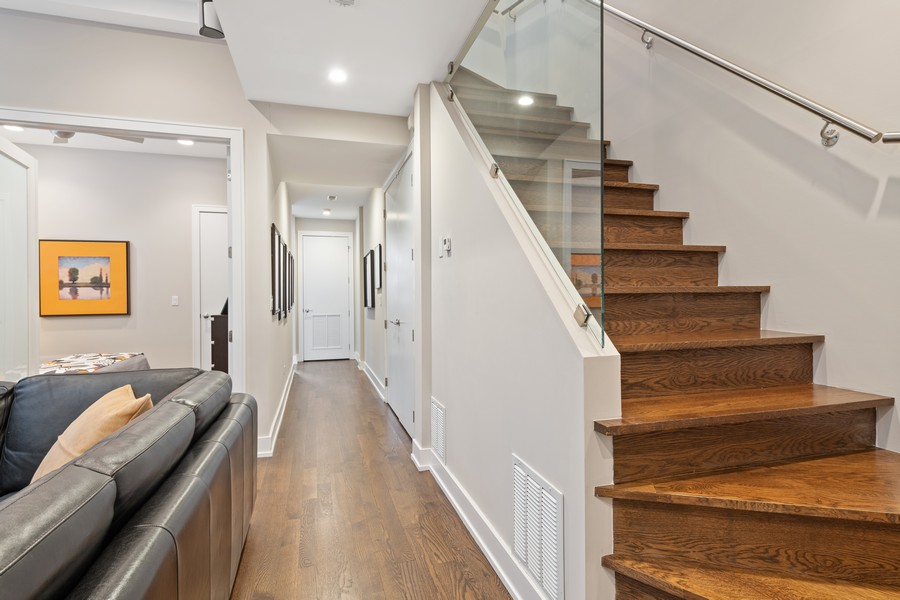 Real Estate Photography - 1335 N Bosworth, 1S, Chicago, IL, 60642 - Entryway