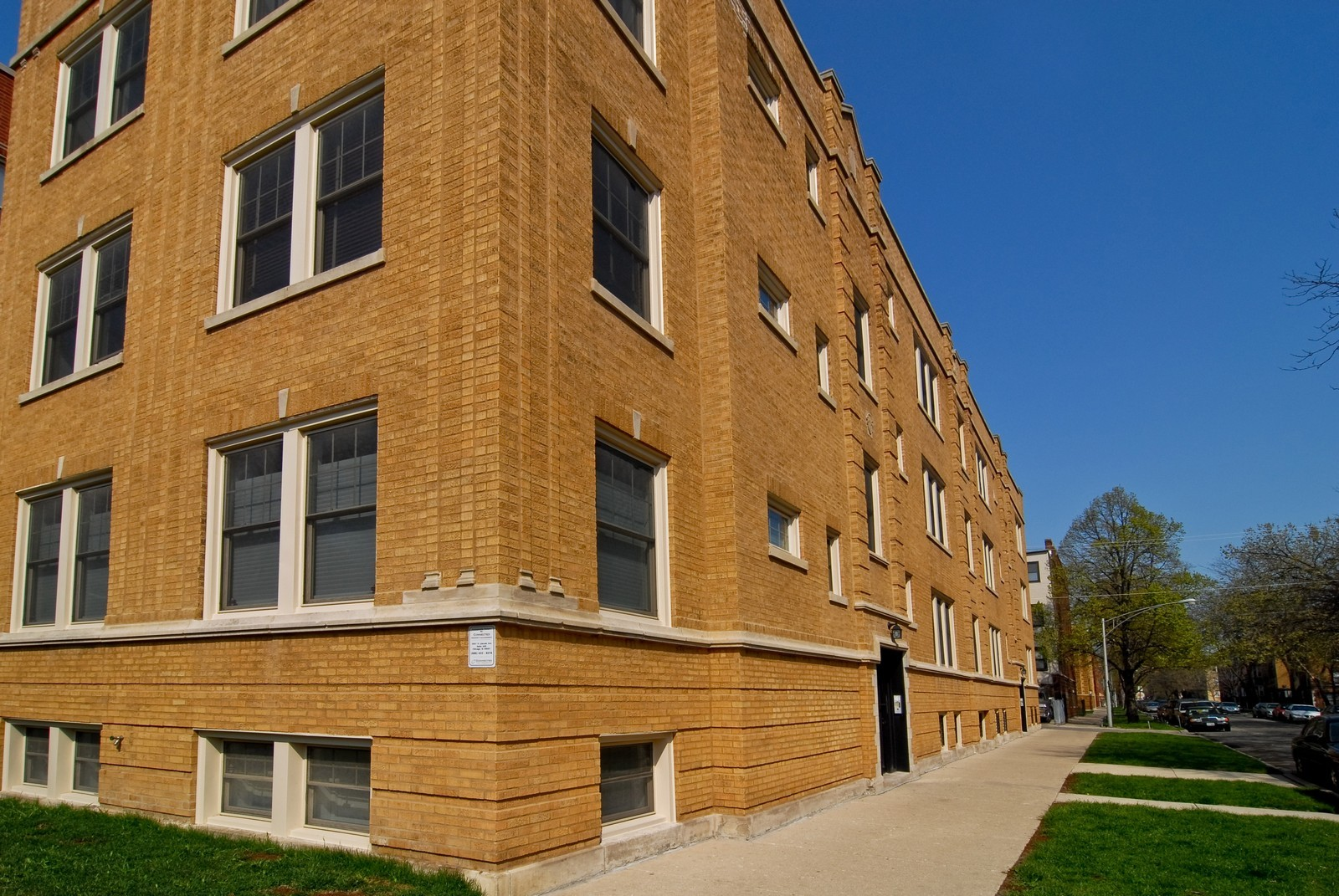 Real Estate Photography - 2646 W Gunnison St, Unit 2, Chicago, IL, 60625 - Front View