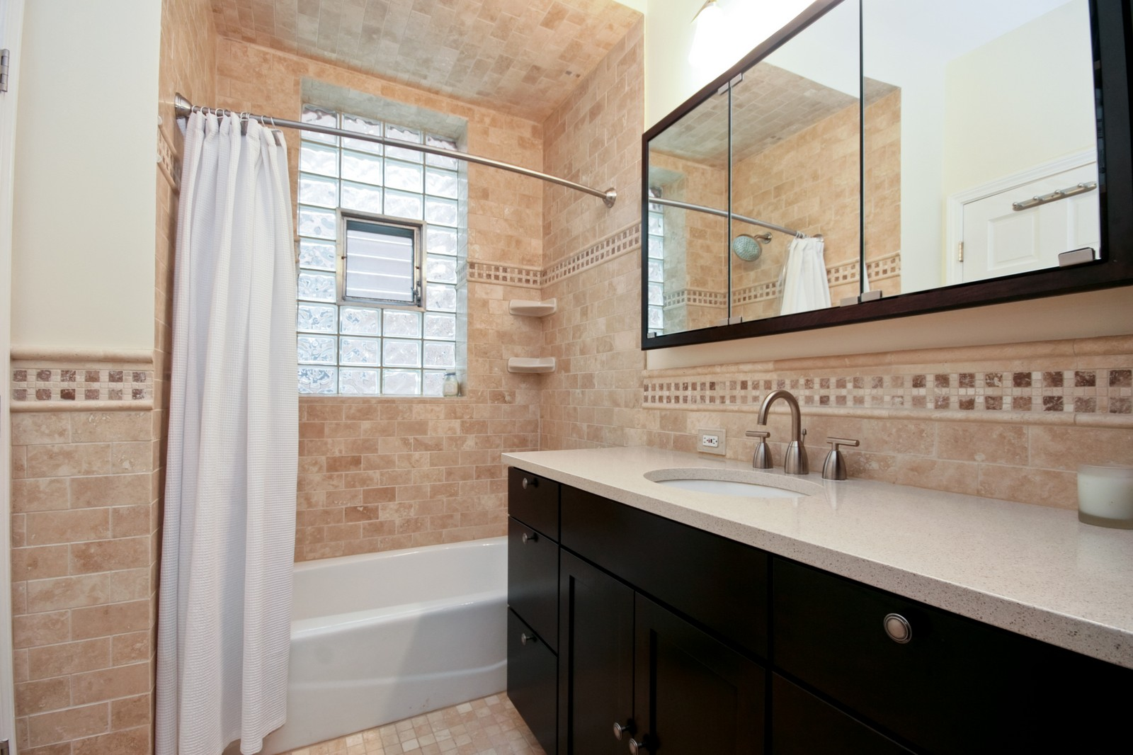 Real Estate Photography - 924 W Buena Ave, Unit 2, Chicago, IL, 60613 - Master Bathroom