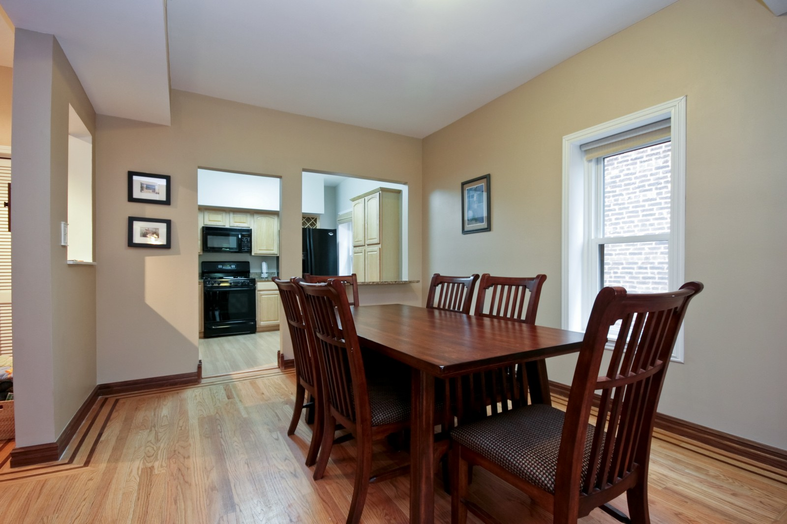 Real Estate Photography - 924 W Buena Ave, Unit 2, Chicago, IL, 60613 - Dining Room