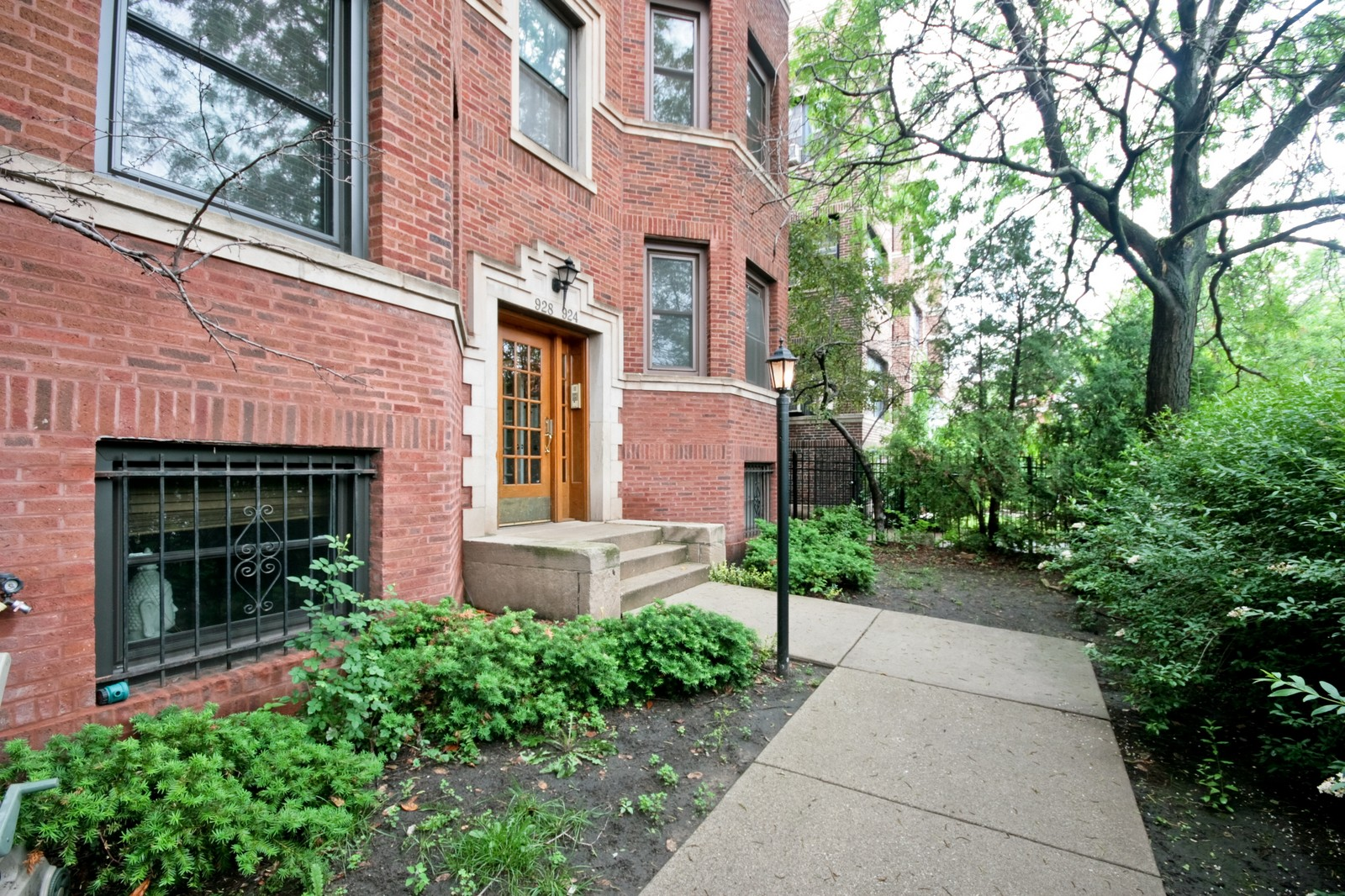 Real Estate Photography - 924 W Buena Ave, Unit 2, Chicago, IL, 60613 - Front View