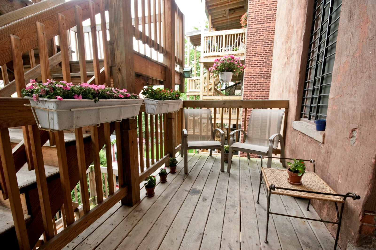 Real Estate Photography - 924 W Buena Ave, Unit 2, Chicago, IL, 60613 - Deck