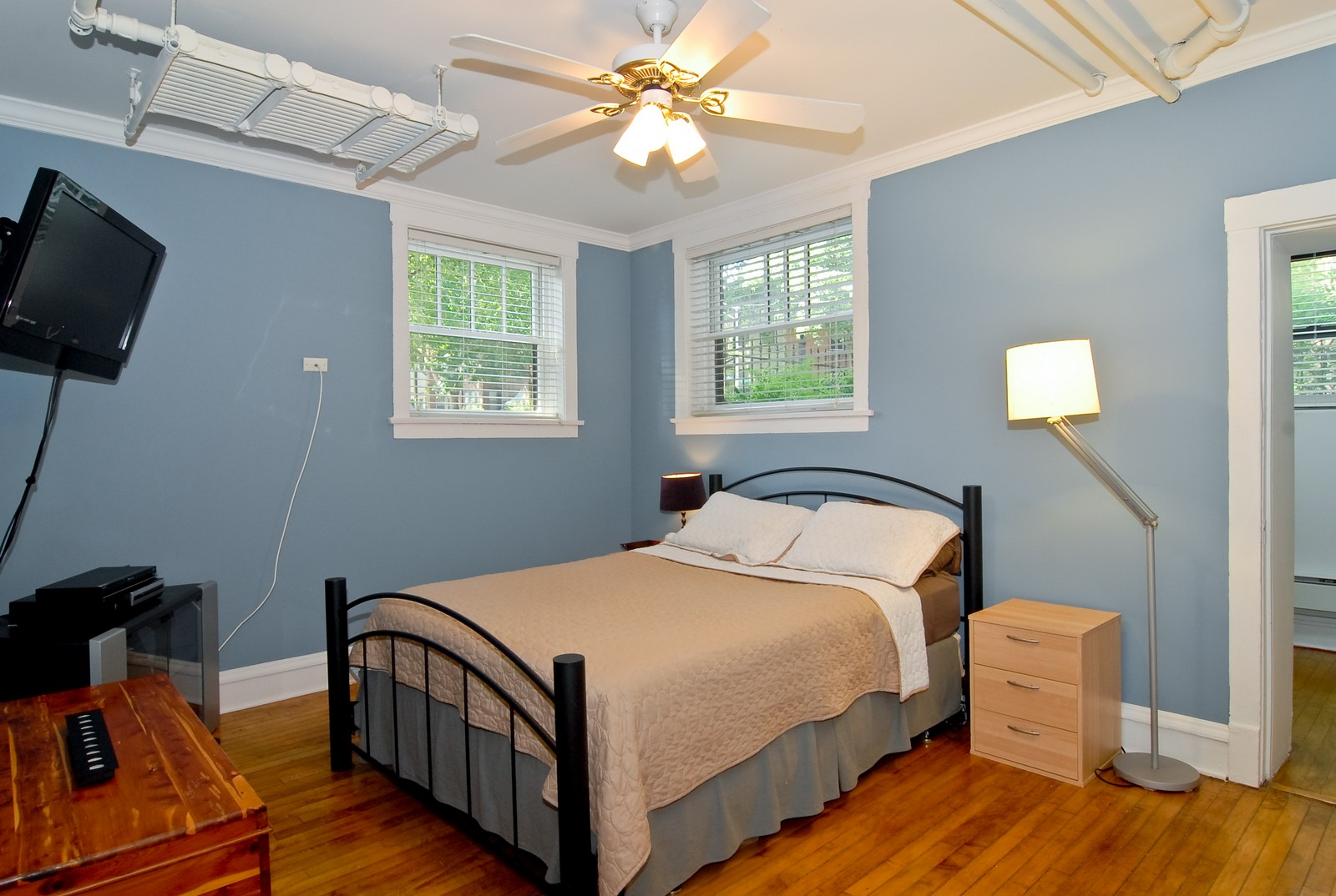 Real Estate Photography - 1457 W Rosemont Ave, Unit Garden, Chicago, IL, 60660 - Bedroom