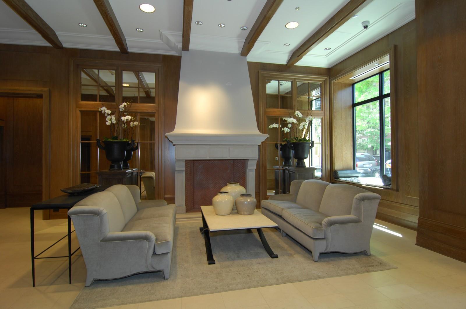 Real Estate Photography - 10 E Delaware Ave, Chicago, IL, 60610 - Location 2