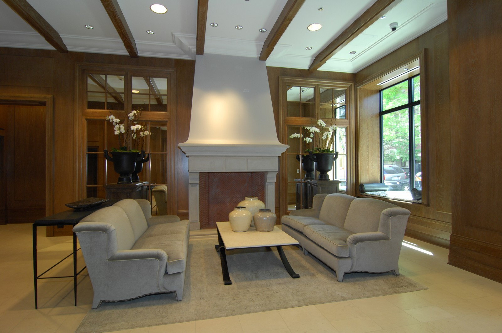 Real Estate Photography - 10 E Delaware Ave, Chicago, IL, 60610 - Lobby