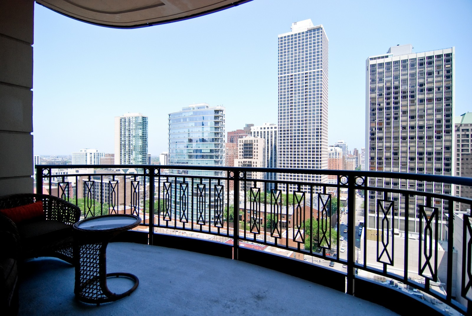 Real Estate Photography - 10 E Delaware Ave, Chicago, IL, 60610 - Deck