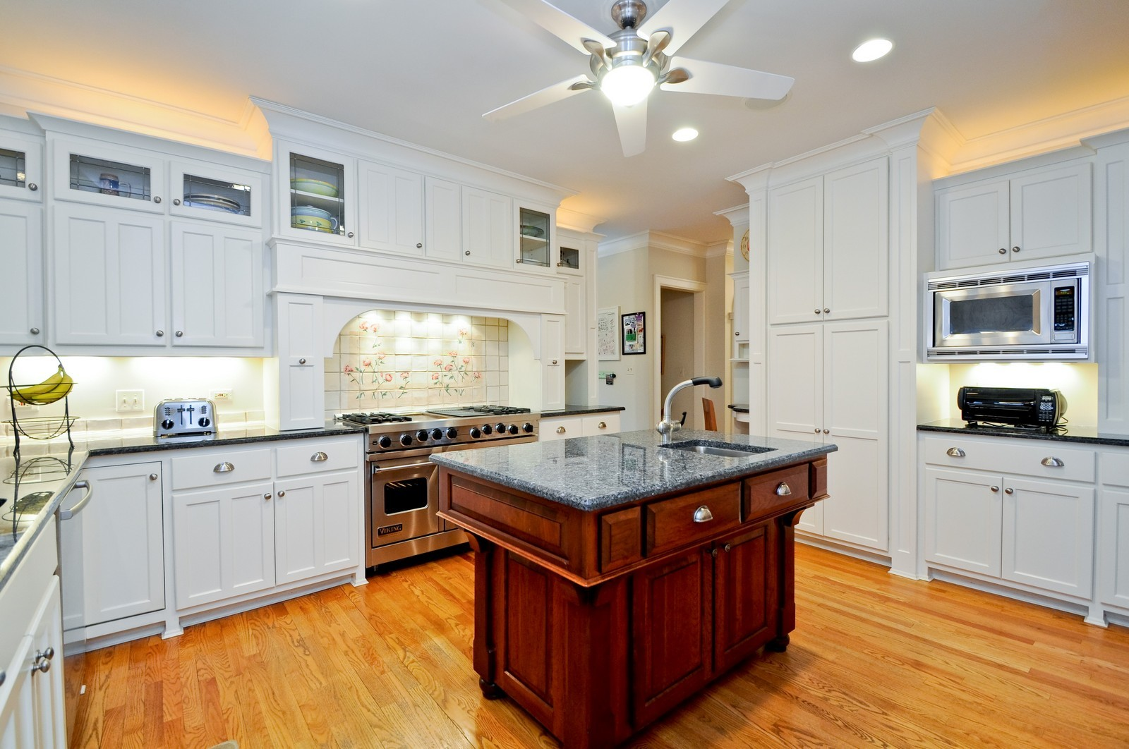 Real Estate Photography - 486 Greenleaf, Glencoe, IL, 60022 - Kitchen