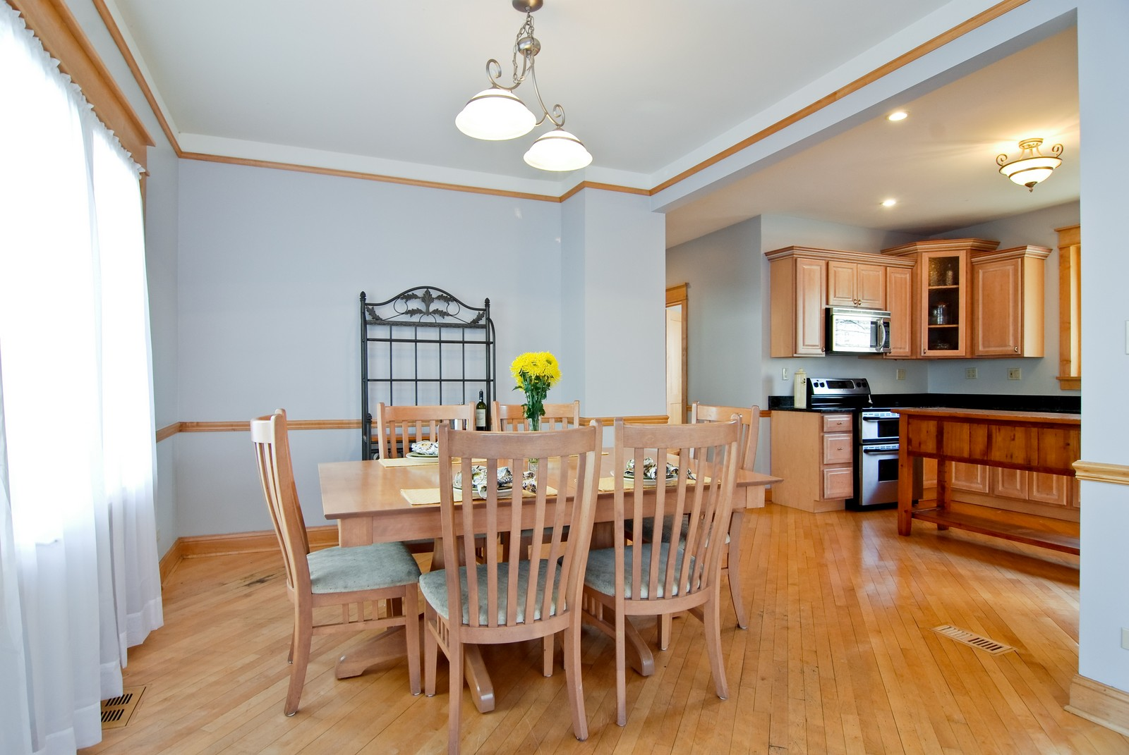 Real Estate Photography - 4300 N Avers, Chicago, IL, 60618 - Kitchen Eating Area