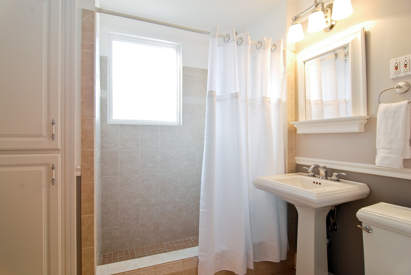 Real Estate Photography - 4300 N Avers, Chicago, IL, 60618 - Main Level Bath
