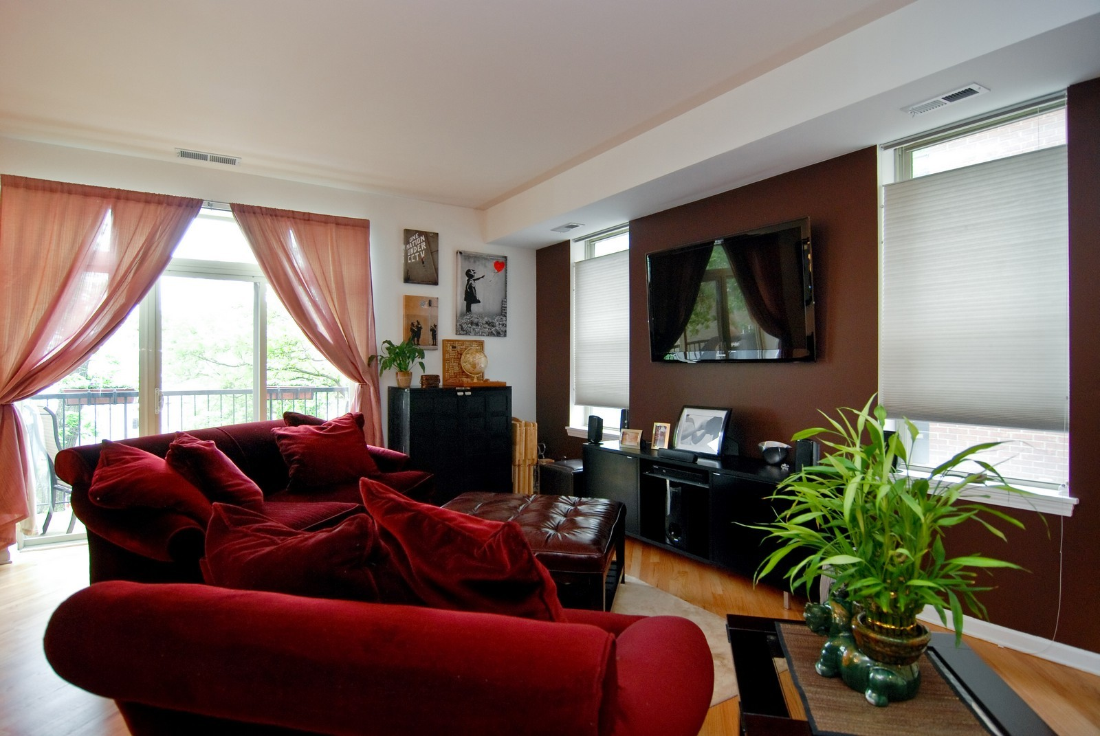 Real Estate Photography - 2869 W Palmer, Unit 3, Chicago, IL, 60647 - Living Room