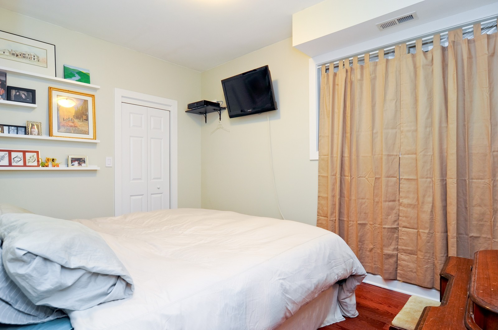 Real Estate Photography - 939 N Fairfield, Unit G, Chicago, IL, 60622 - Master Bedroom