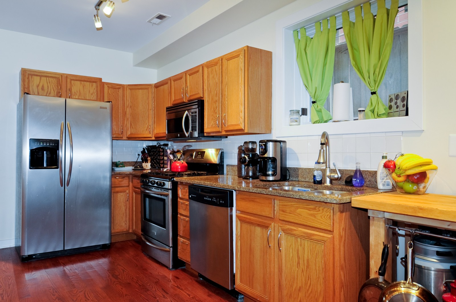 Real Estate Photography - 939 N Fairfield, Unit G, Chicago, IL, 60622 - Kitchen