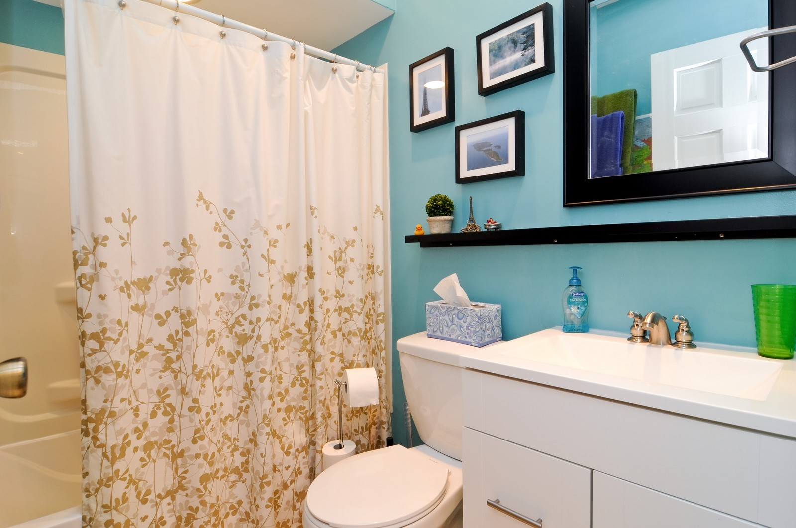 Real Estate Photography - 939 N Fairfield, Unit G, Chicago, IL, 60622 - Bathroom
