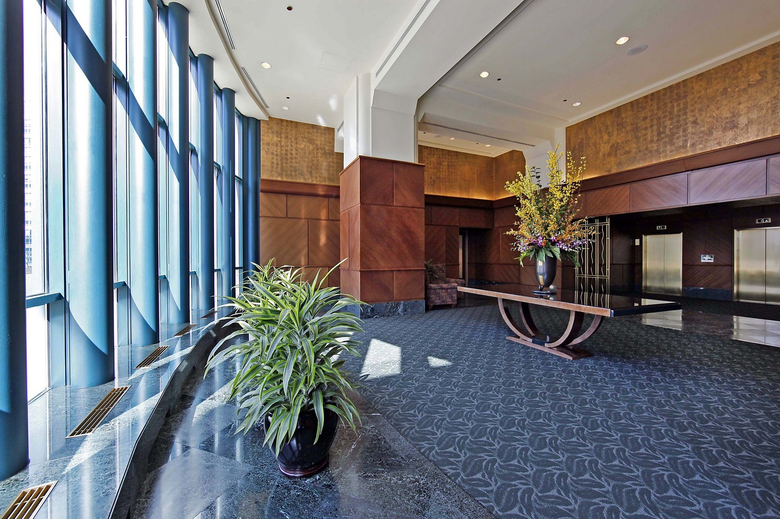 Real Estate Photography - 100 E Huron, Unit 4504, Chicago, IL, 60611 - Lobby