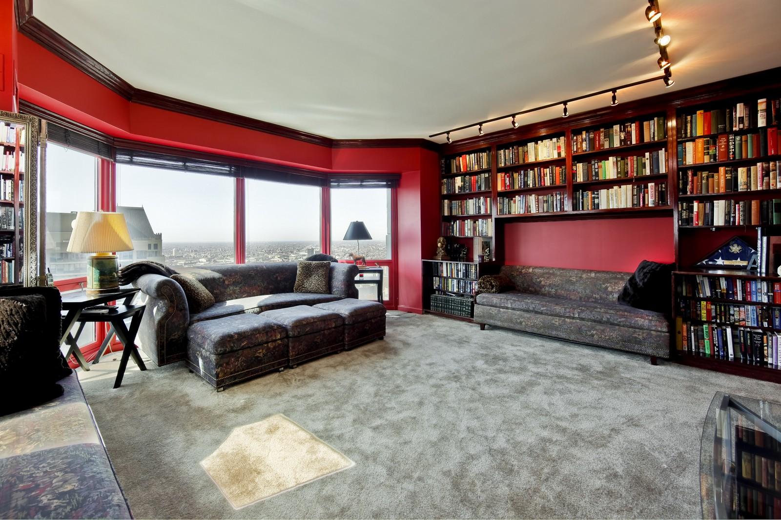 Real Estate Photography - 100 E Huron, Unit 4504, Chicago, IL, 60611 - Library