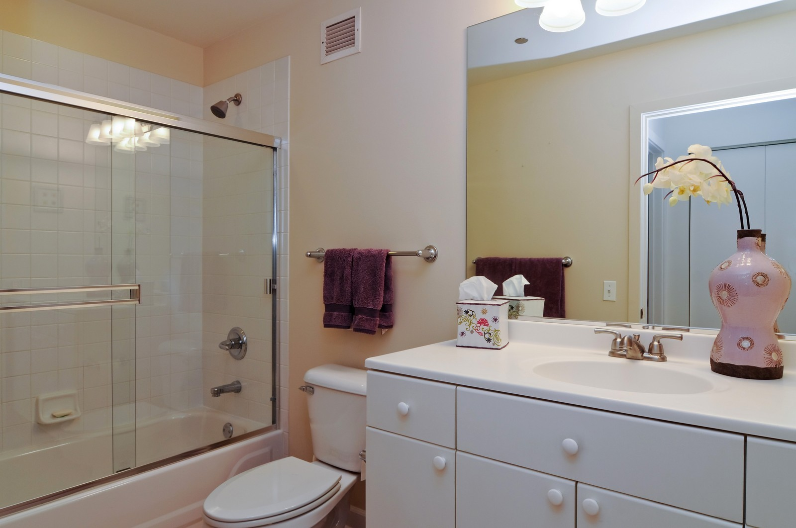 Real Estate Photography - 330 N Jefferson, #1104, Chicago, IL, 60661 - Bathroom
